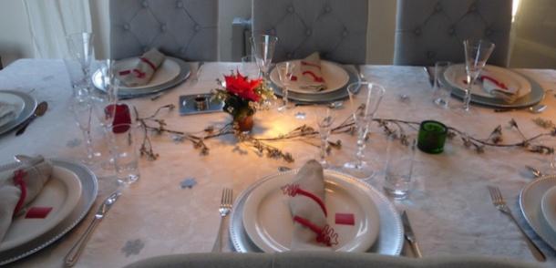 Festbordet ble pyntet i god tid.